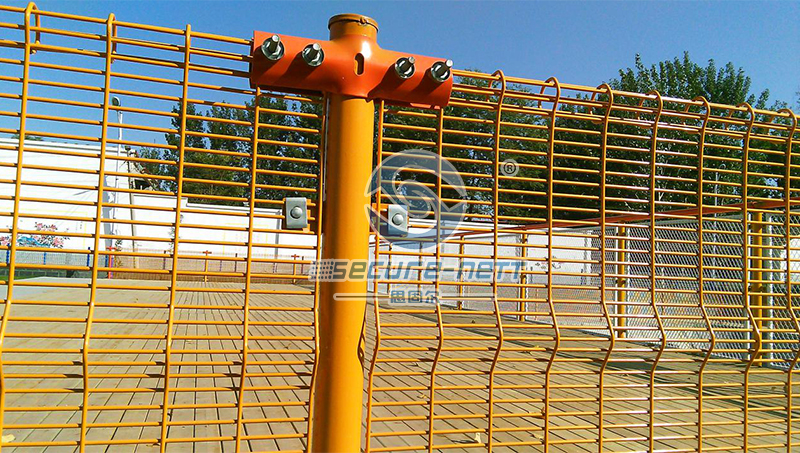Hot Dipping Roll Top Mesh Fencing